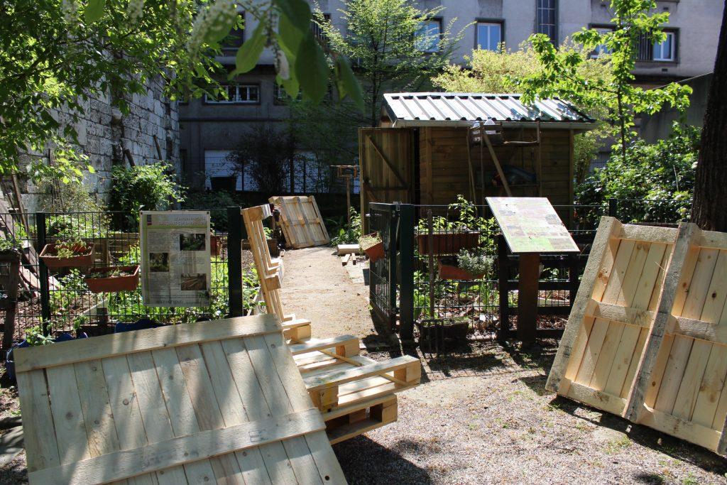 Nouveau bac de postage au jardin partagé du square