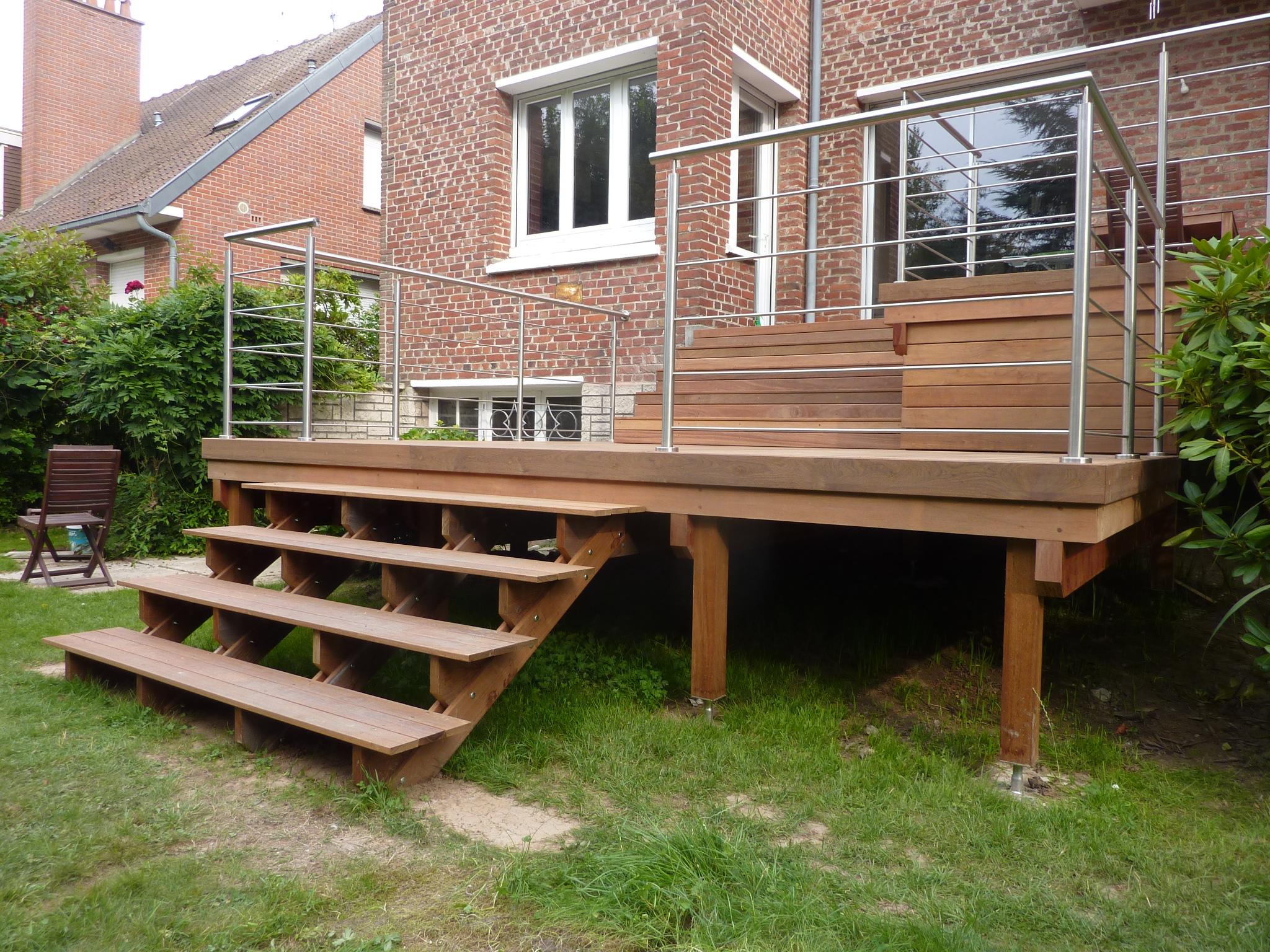 Terrasse ipé surélevée sur une structure bois exotiques