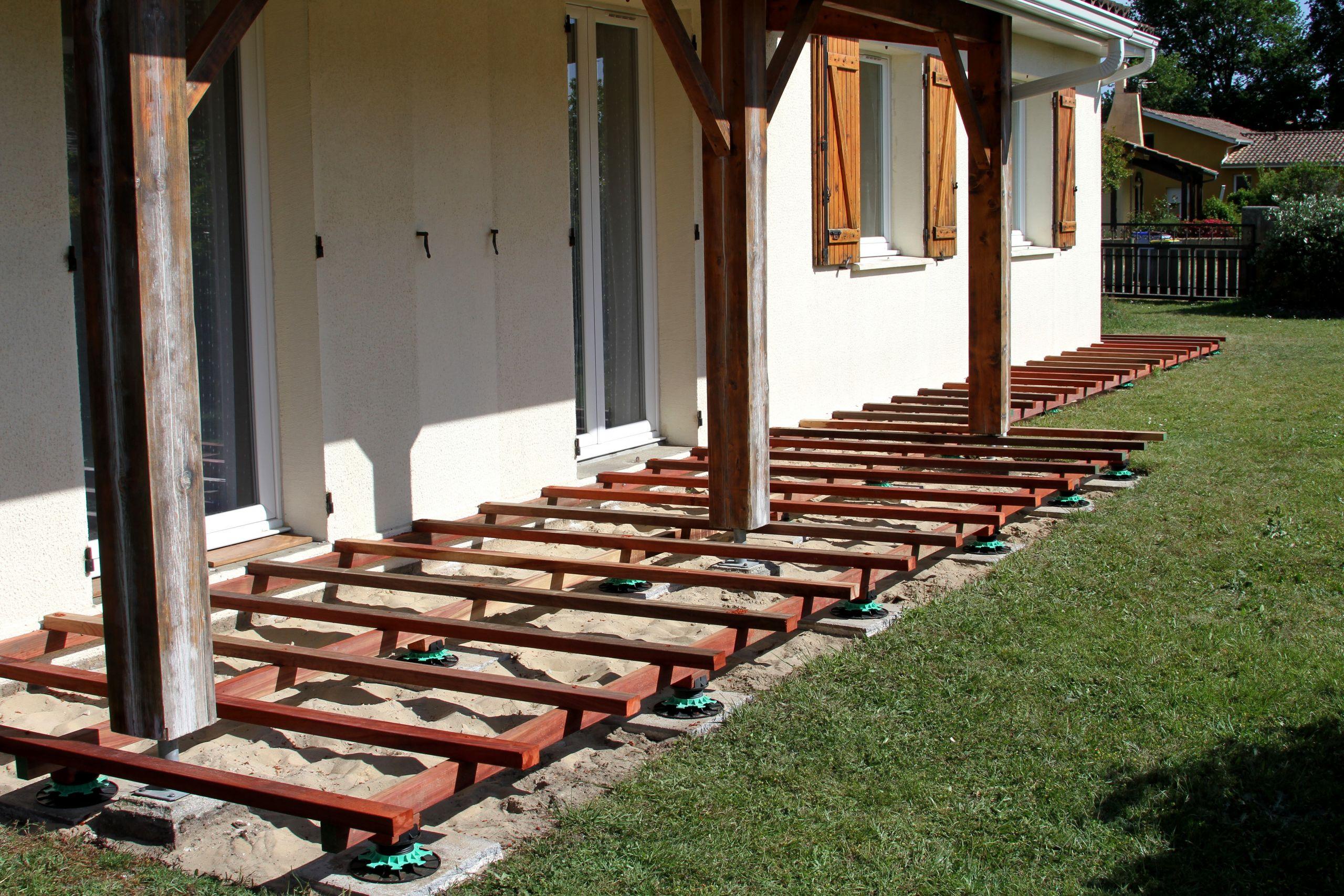 Construction et prix d'une terrasse sur plot