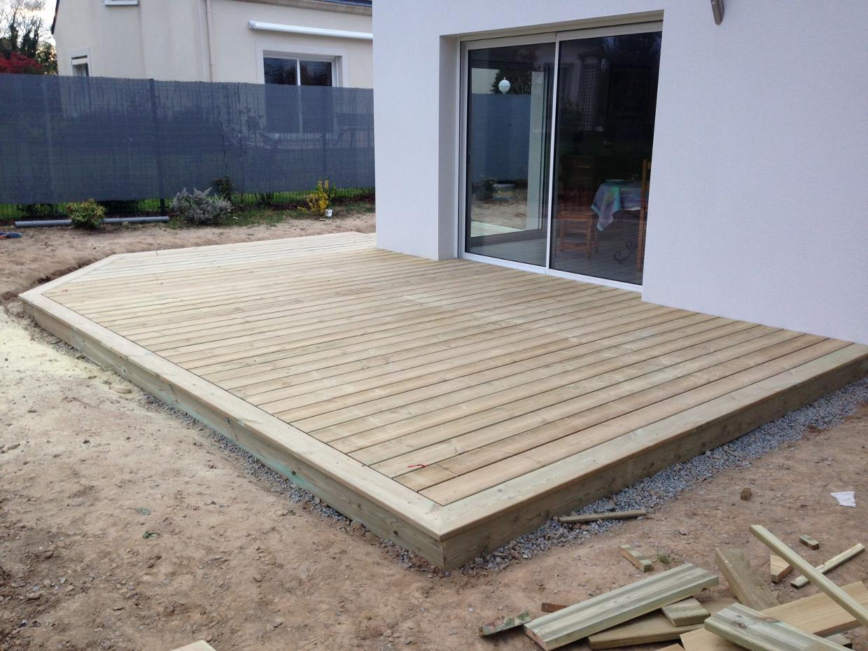 Prix terrasse bois sur plots beton Mailleraye jardin