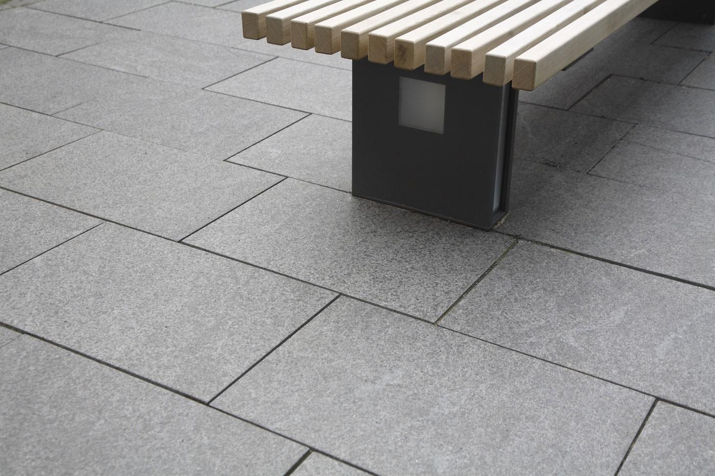 Dalle en pierre naturelle granit flammée noire 60 x 40 x 3