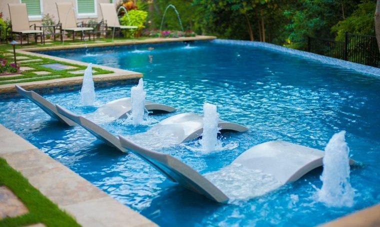 Décoration piscine extérieure pour les journées ensoleillées