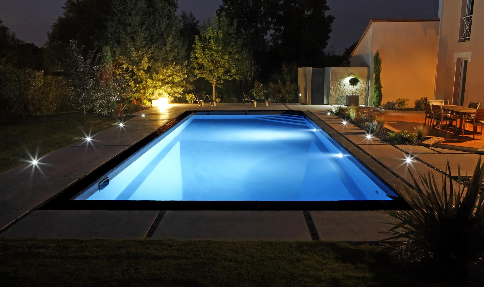 eclairage piscine nuit