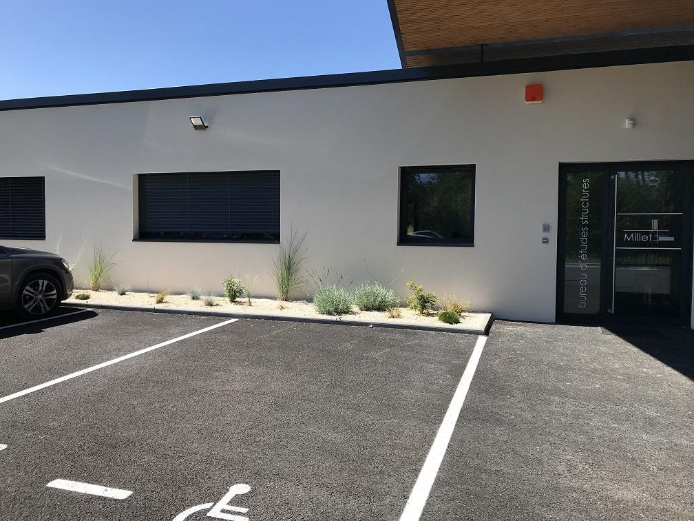 Aménagement paysager autour d une entreprise à Gap