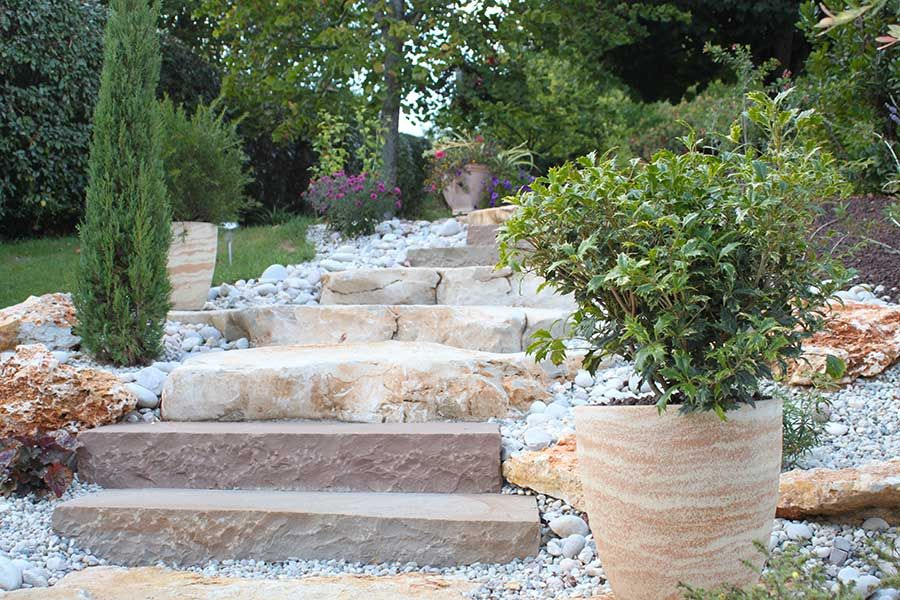 Création d un escalier en pierre par un paysagiste
