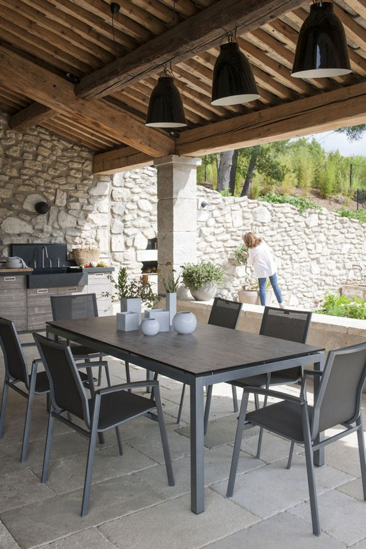 Une terrasse ombragée jolis extérieurs
