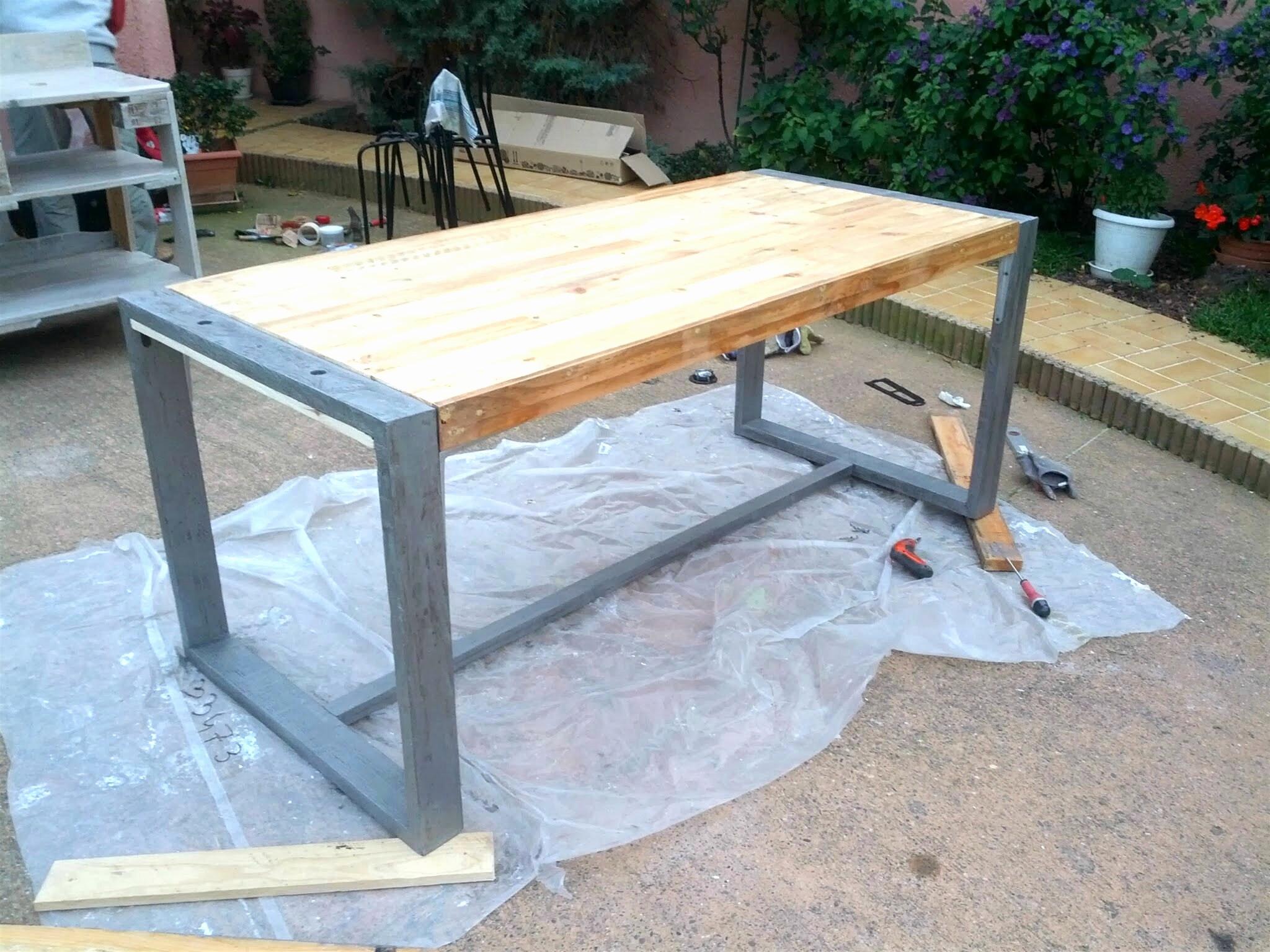Décorer Un Touret En Bois fabriquer table de jardin construire une table en bois