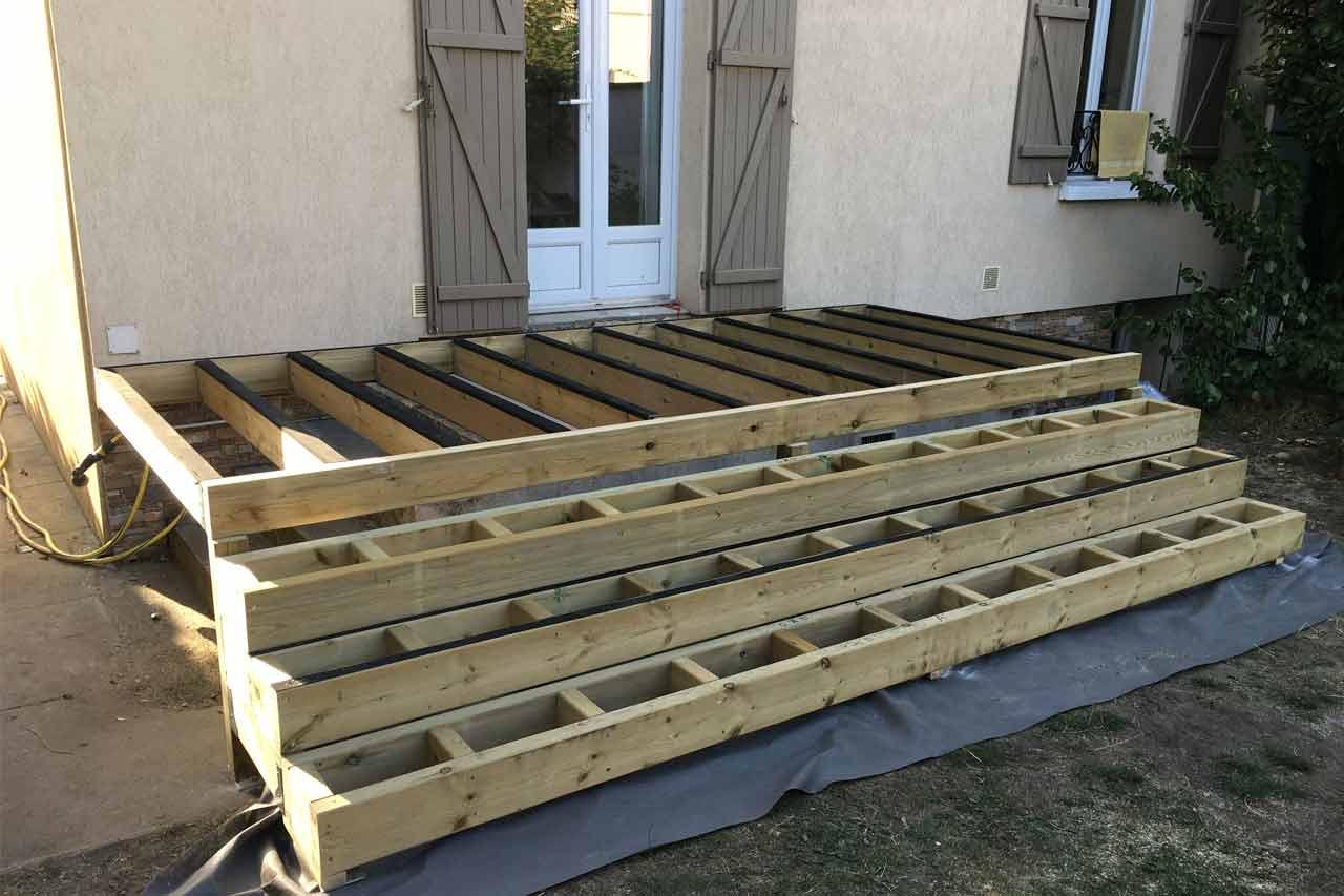 structure terrasse bois avec marches