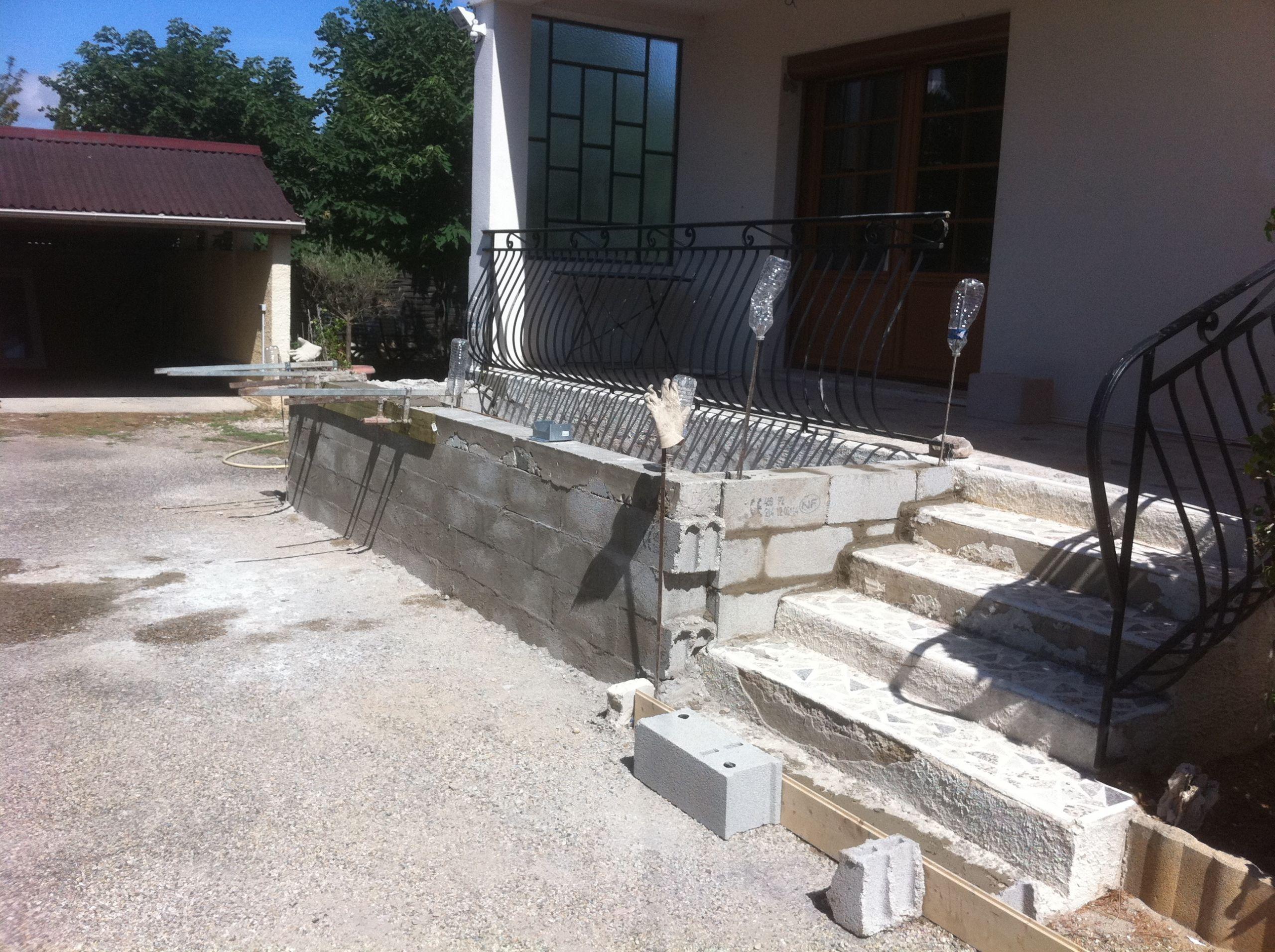 Faire terrasse surelevee beton veranda styledevie
