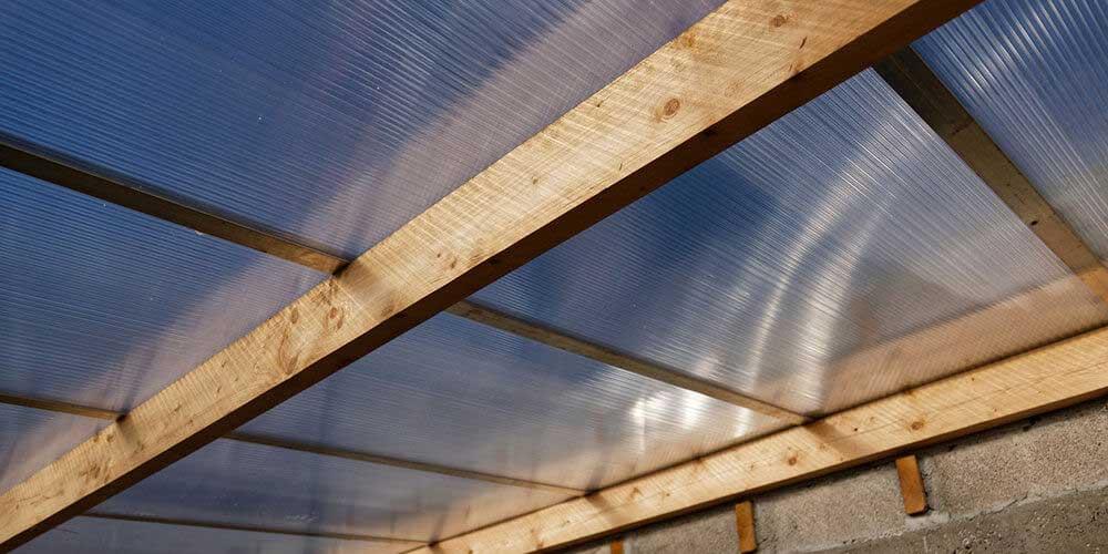 Faire une toiture en plaque polycarbonate