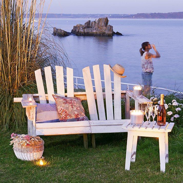 Un fauteuil Adirondack en bois de palette Marie Claire