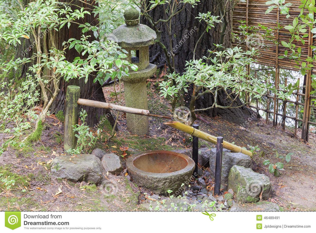 Fontaine D eau De Tsukubai Et Lanterne De Pierre Dans Le