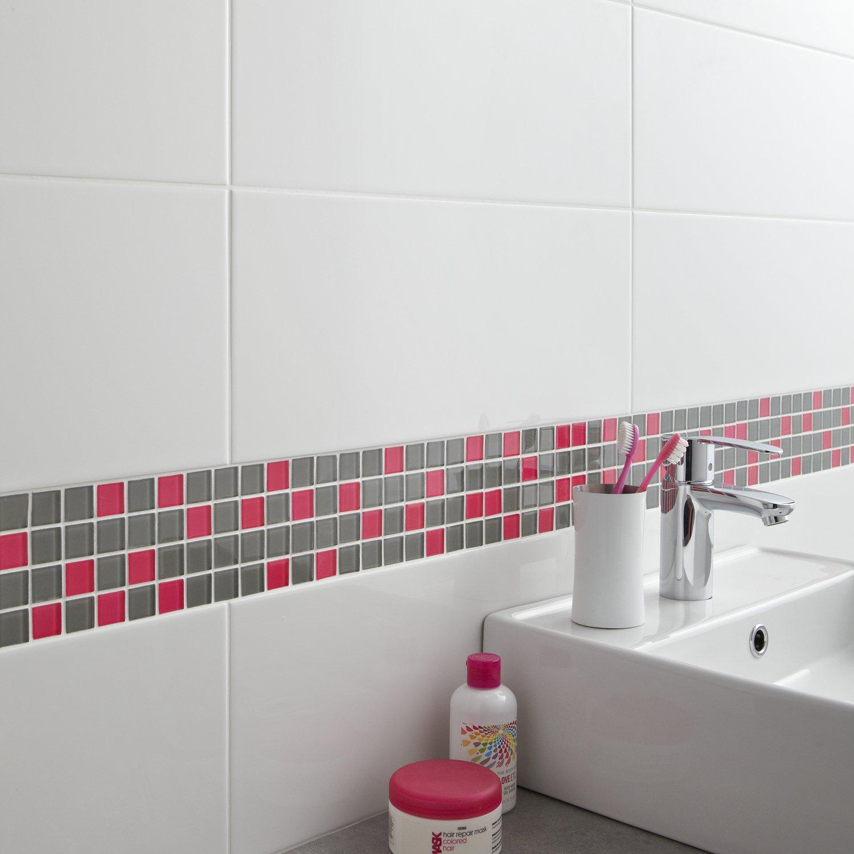 Frise Carrelage Salle De Bain Une Frise En Mosaique En Verre Gris Et Rose Pour La Salle - Idees ...