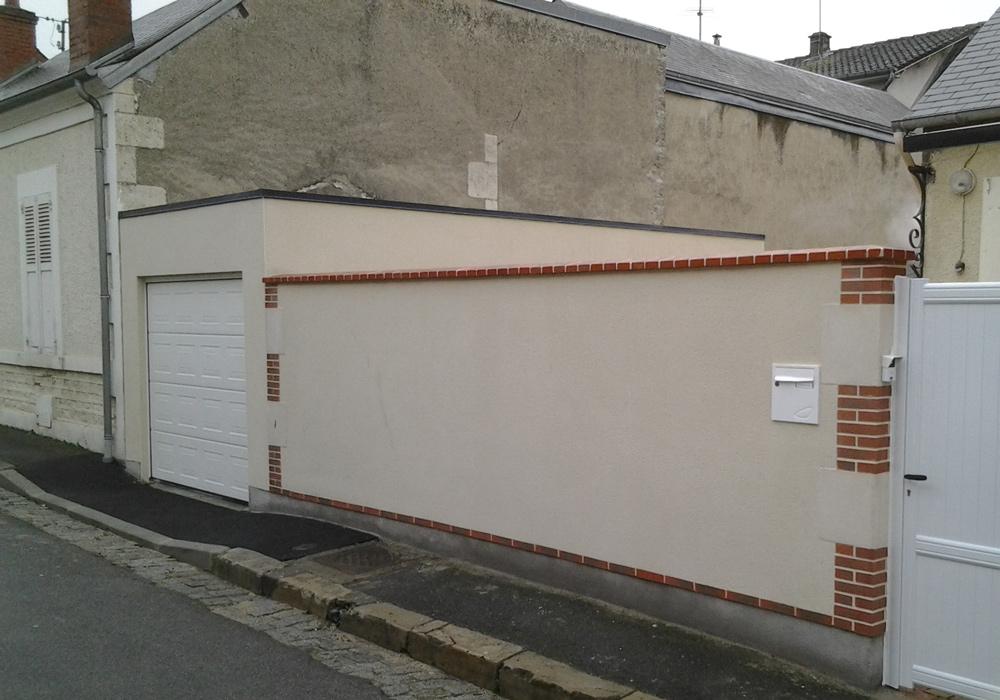 Réalisation de garage en béton enduit avec toit plat