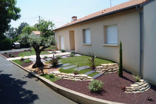 Jardin devant maison terrasse