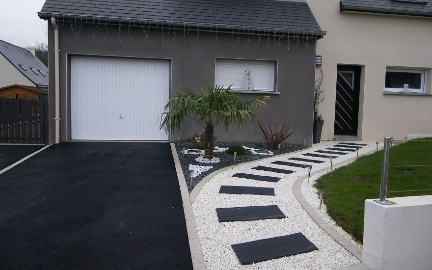Petit jardin devant maison