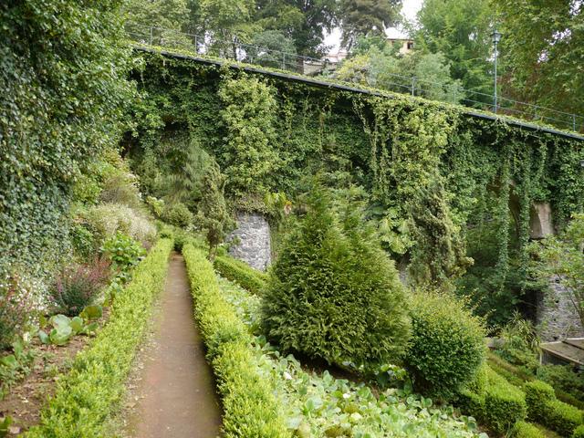 Jardin en pente aménagement plantes