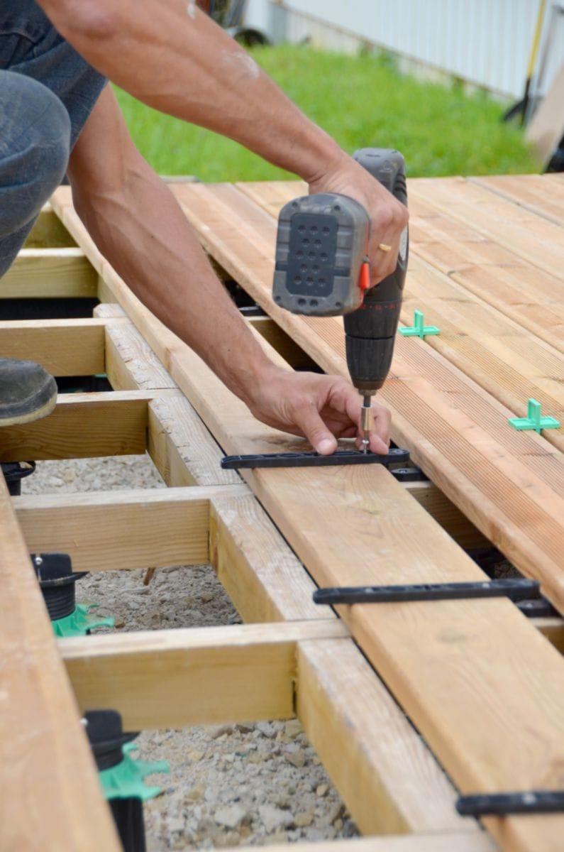 JOUPLAST Fixation invisible pour lame de terrasse bois
