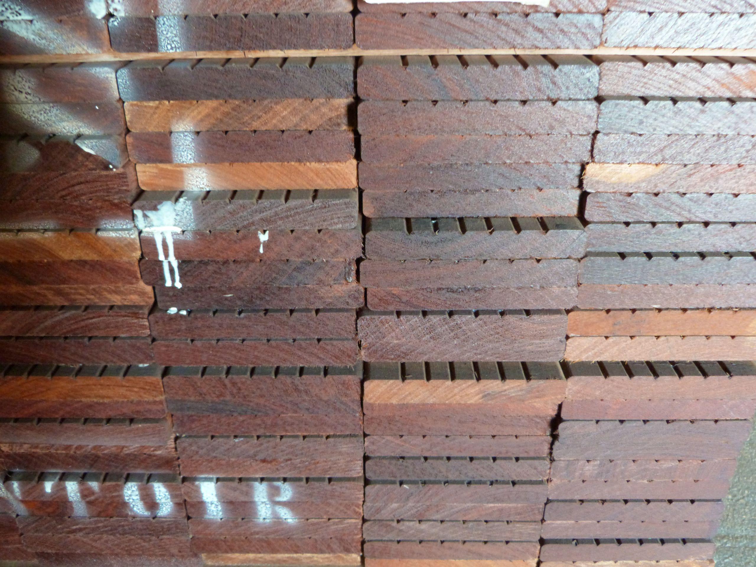 Lames Terrasse Ipé 21x145mm 1 face striée 1 face lisse