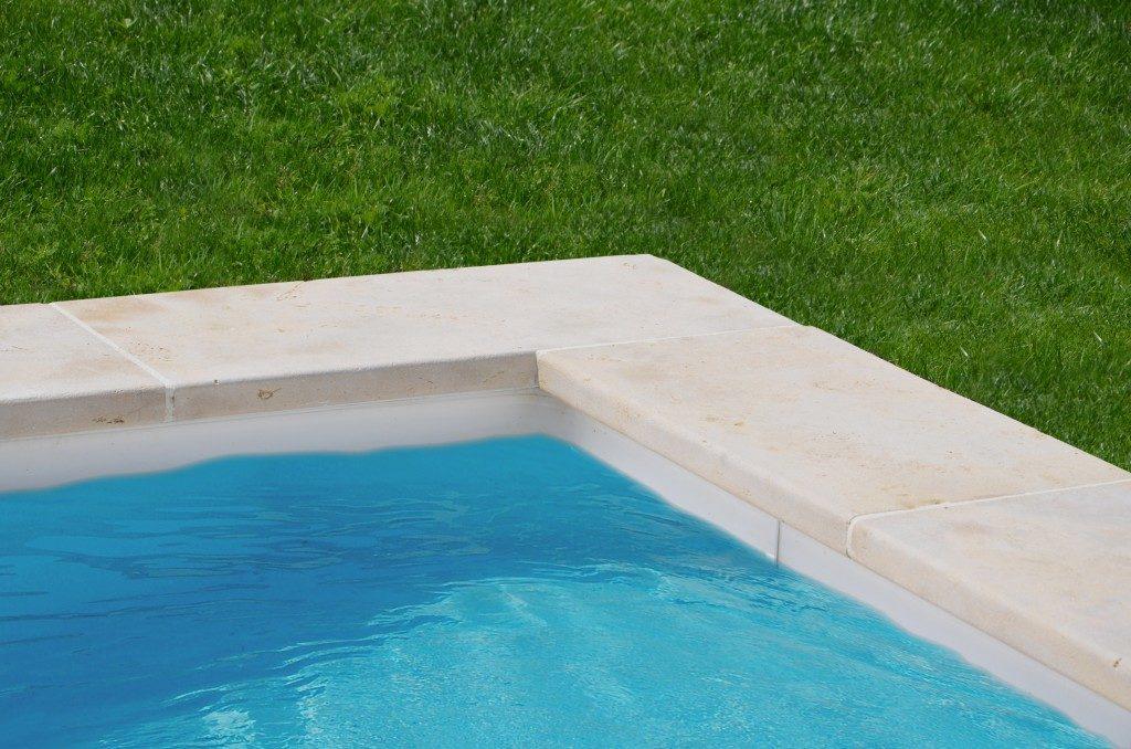 Margelle de piscine en Mera Beige Pierre naturelle