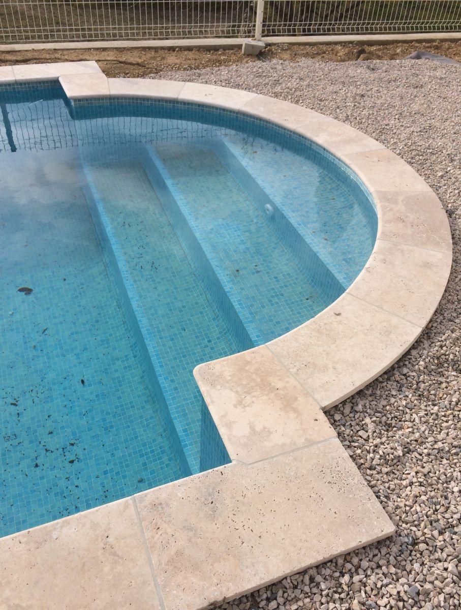 Margelle de piscine en pierre naturelle Bouches du Rhône