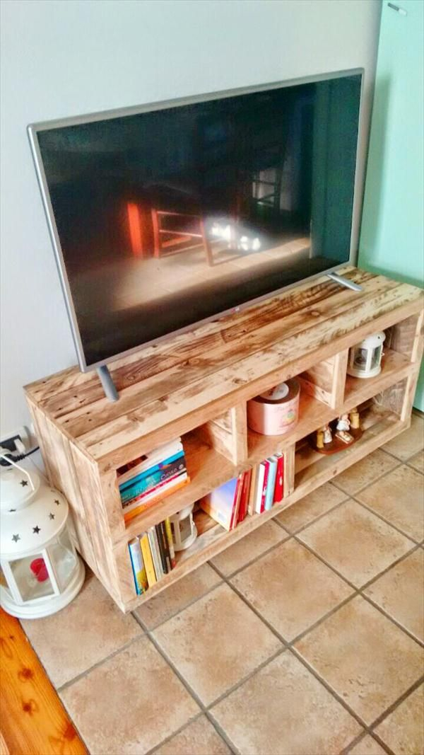 DIY Pallet TV Stand Media Console Table