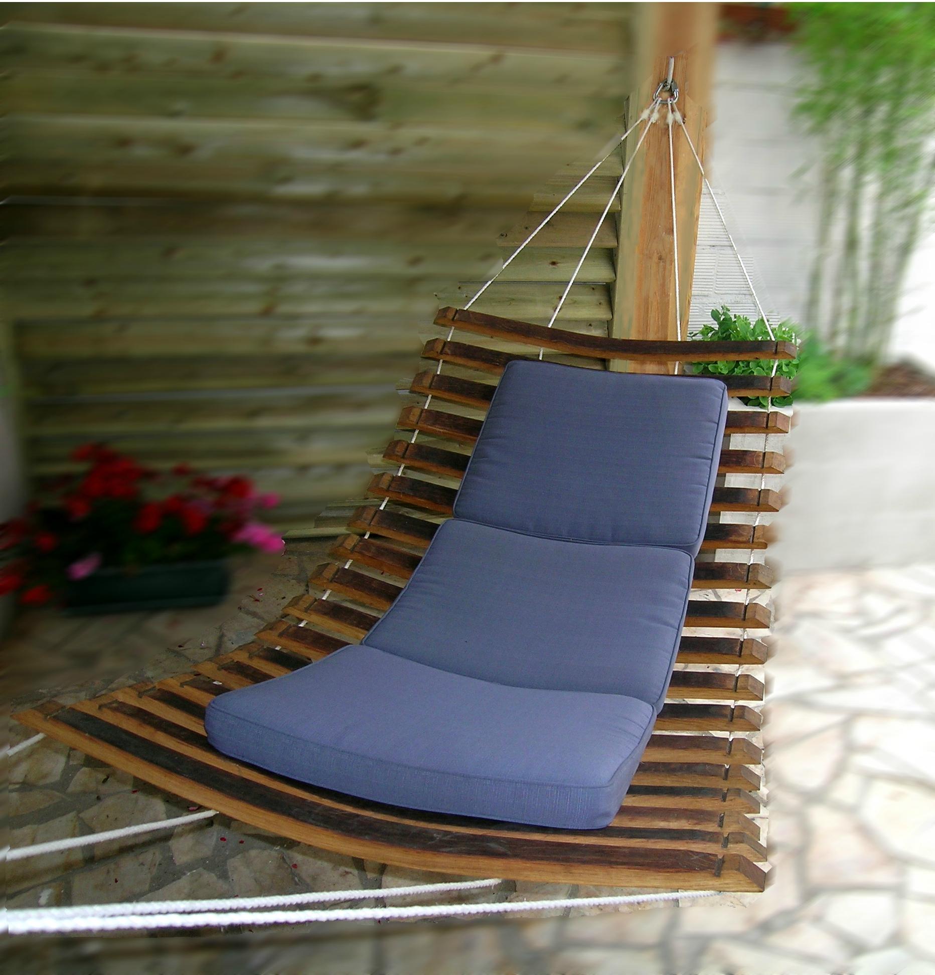 hamac design en bois réalisé en douelles de tonneaux