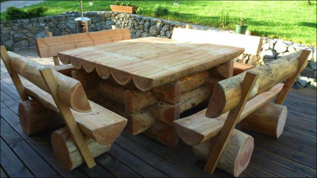 Mobilier de jardin en bois pas cher table ronde pour