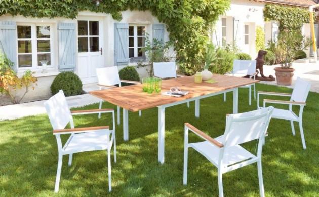Mobilier de jardin en bois ou matériaux modernes