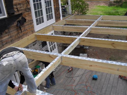 Monter sa terrasse en bois sur pilotis Mailleraye jardin
