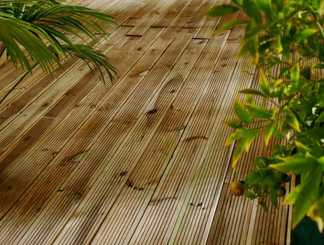 Nettoyer sa terrasse en bois