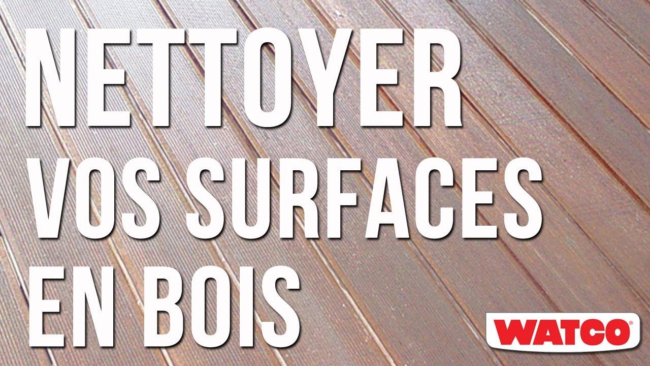 Nettoyer une surface en bois