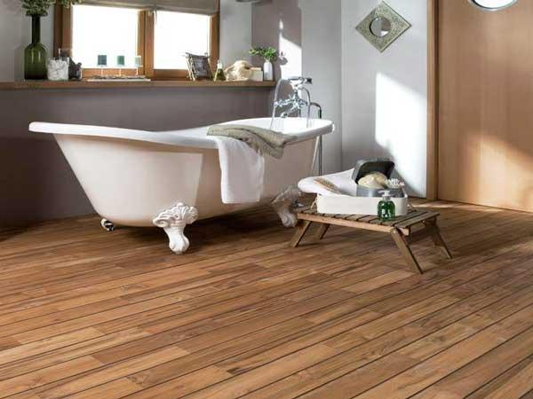 Un parquet dans la salle de bains c est possible