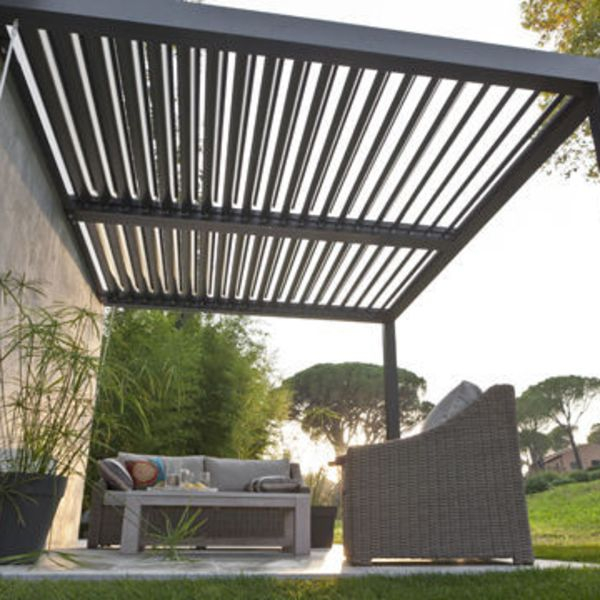 Pergola pour terrasse maison parallele