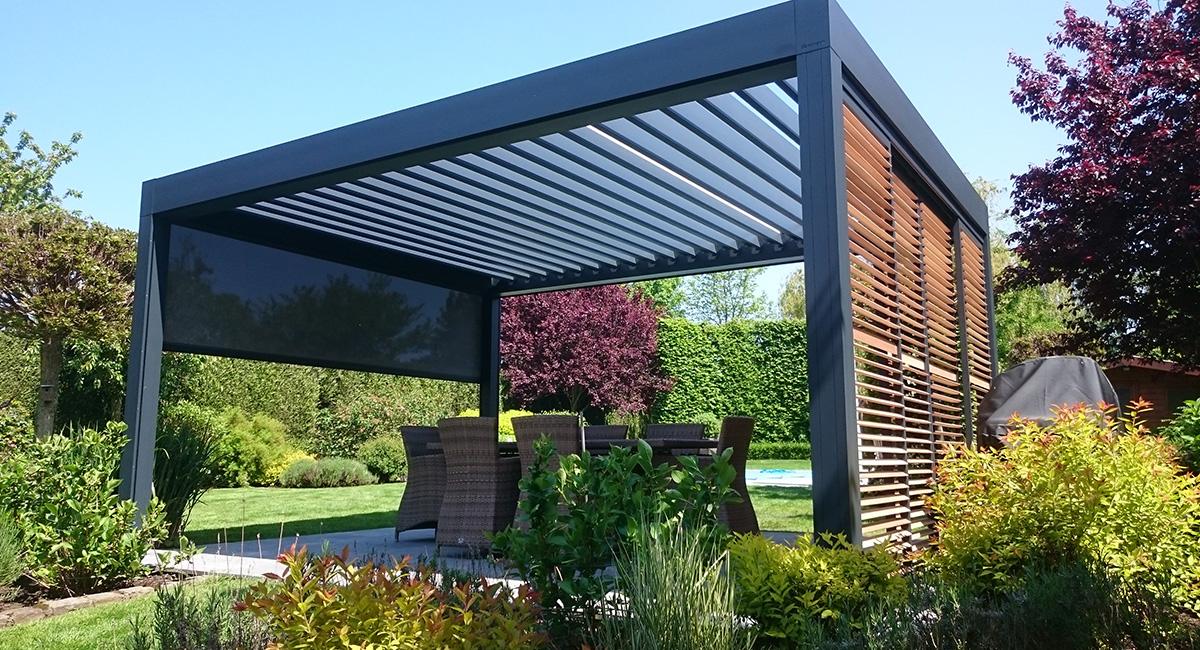 Pergola bioclimatiques sur terrasse au coeur du jardin