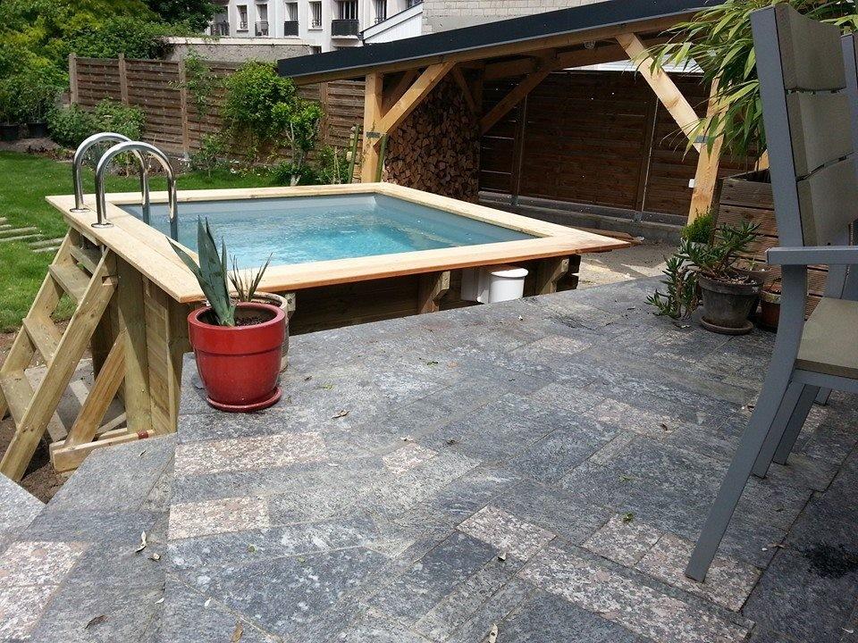 Petite piscine carree en bois