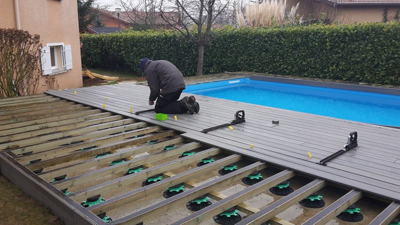 Terrasse piscine en bois posite veranda styledevie