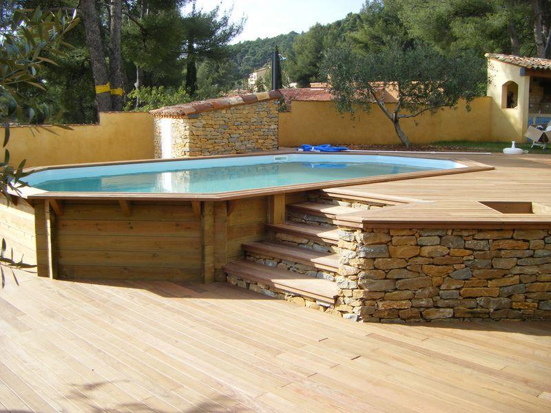 Piscine bois octogonale allongée semi enterrée Toulon Var