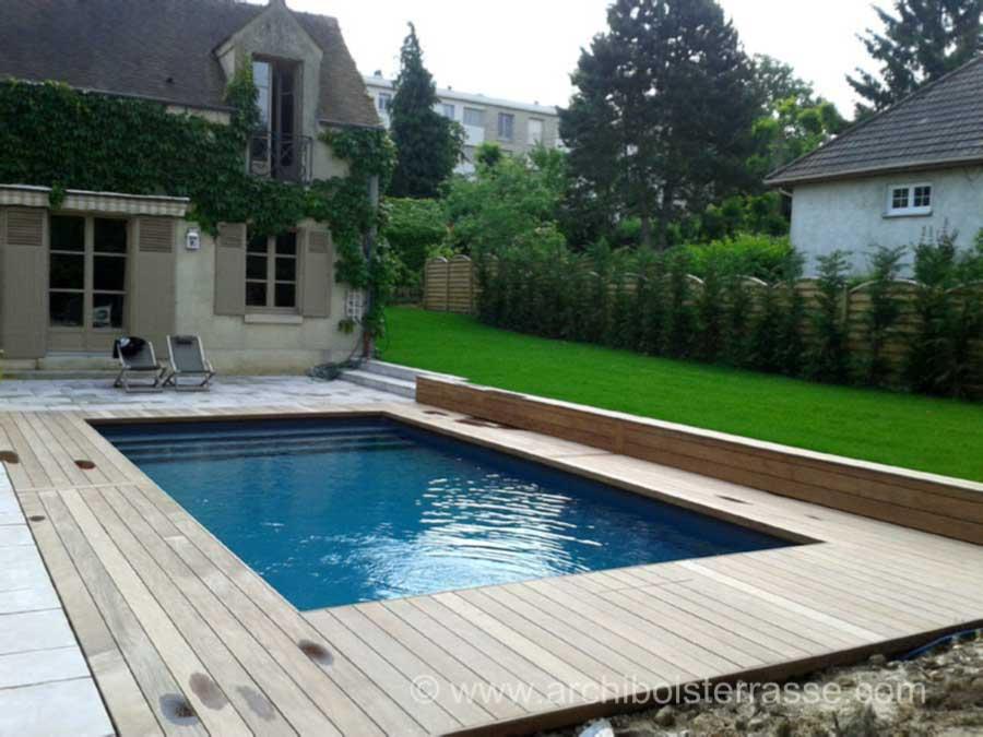 terrasse de piscine sur deux niveaux entourages et tours