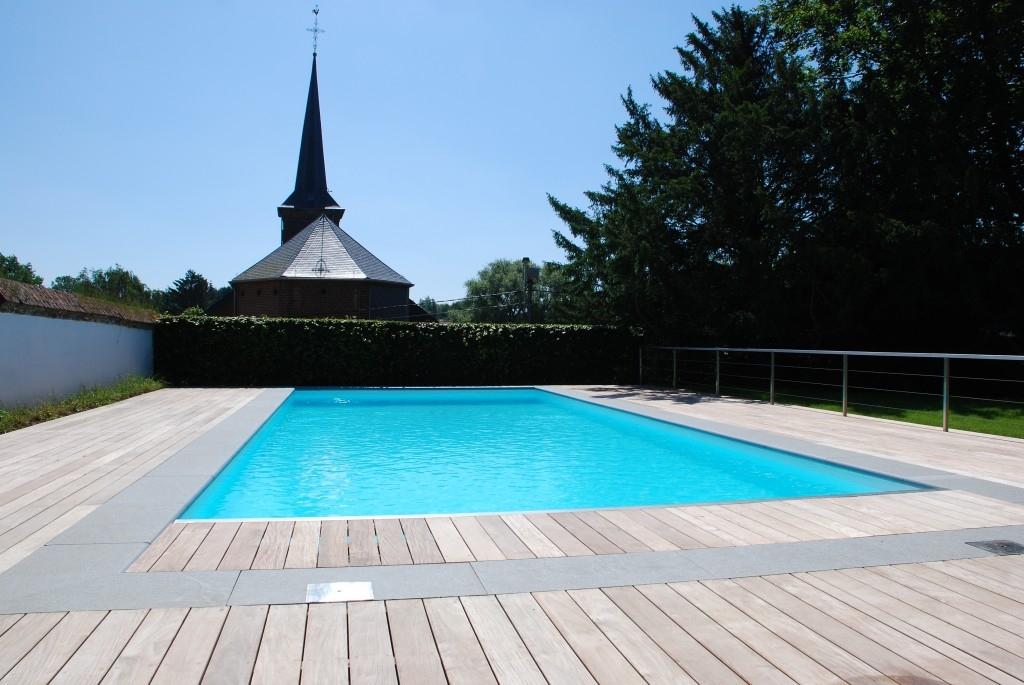 Terrasse sur mesure autour d une piscine mt design