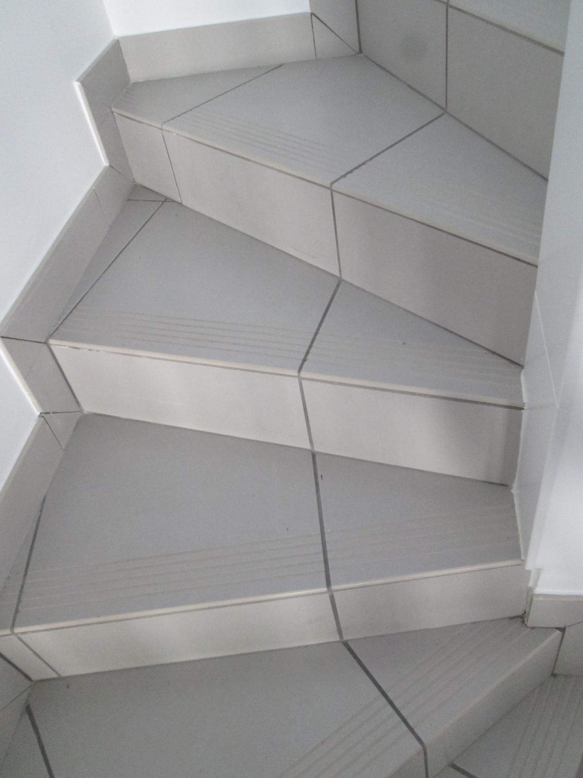 Peindre Un Escalier Carrelé plinthe carrelage exterieur finition escalier beton