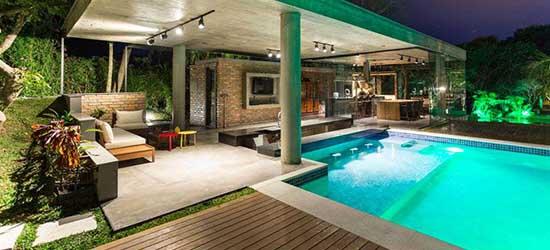 Pool house praticité et design autour de votre piscine