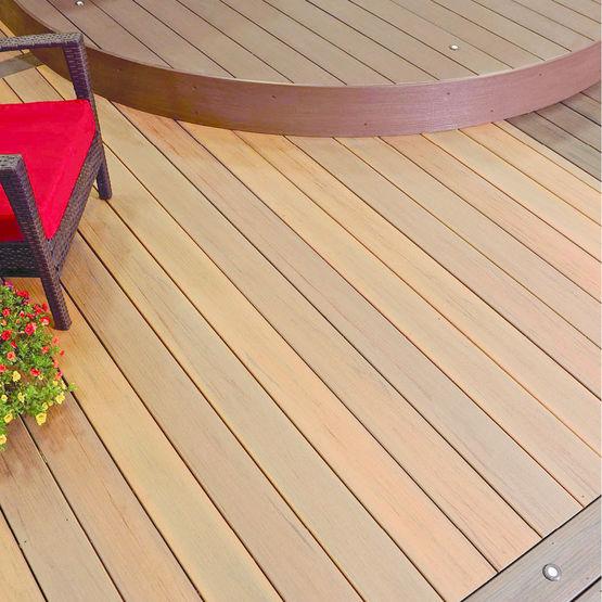 Lame de terrasse en bois posite à finition enrobée