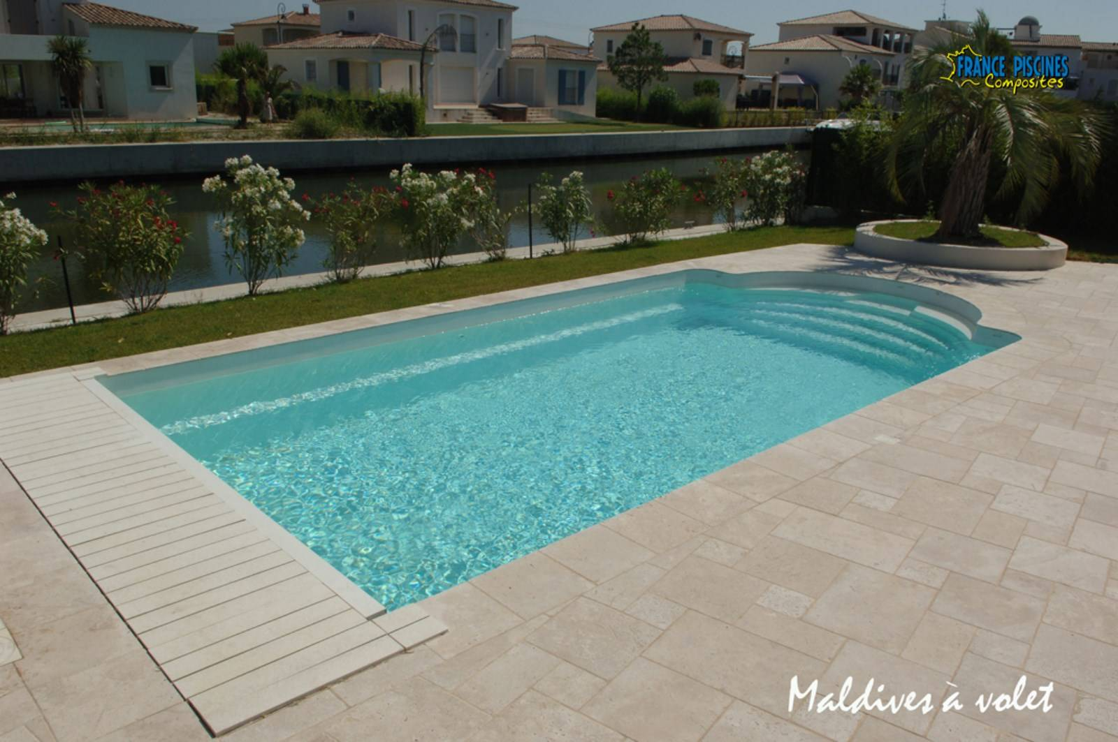 Prix tout pris d une piscine coque polyester 9X4 design