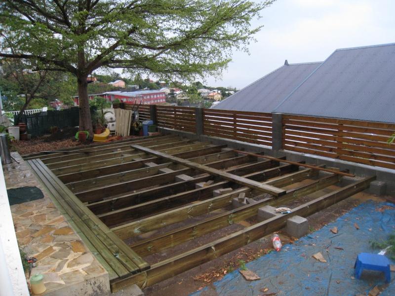 Lasure ou Huile pour un plancher bois brut en terrasse