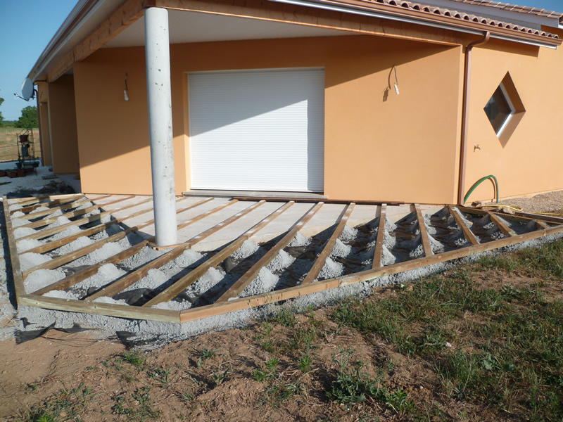 terrasse beton maison bois