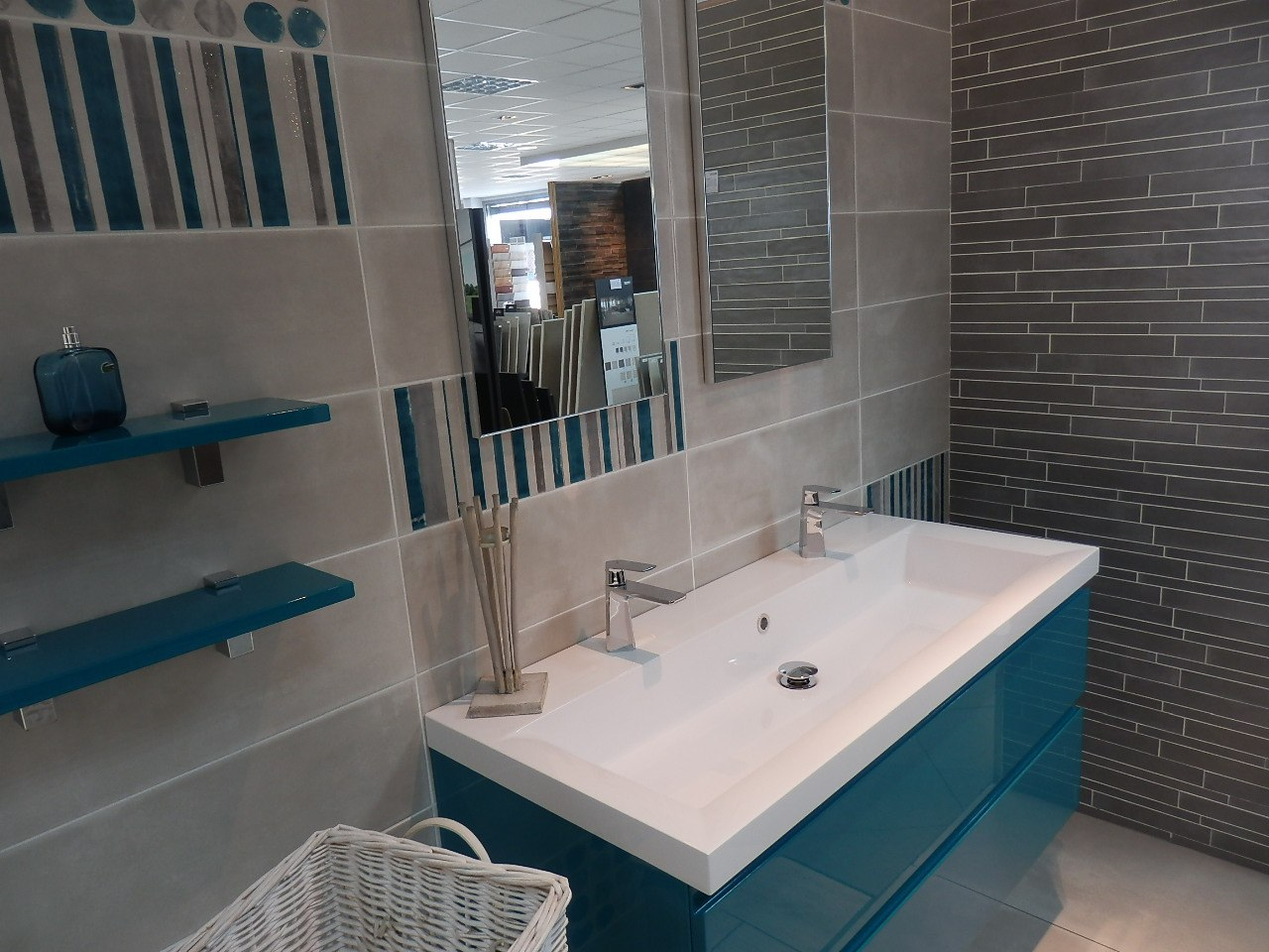 Salle De Bain Bleu Turquoise Salle De Bain Gris Turquoise Idees Conception Jardin Idees Conception Jardin