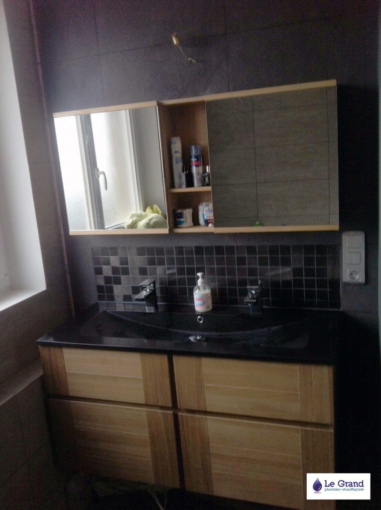 Meuble salle de bain bois et noir maison parallele