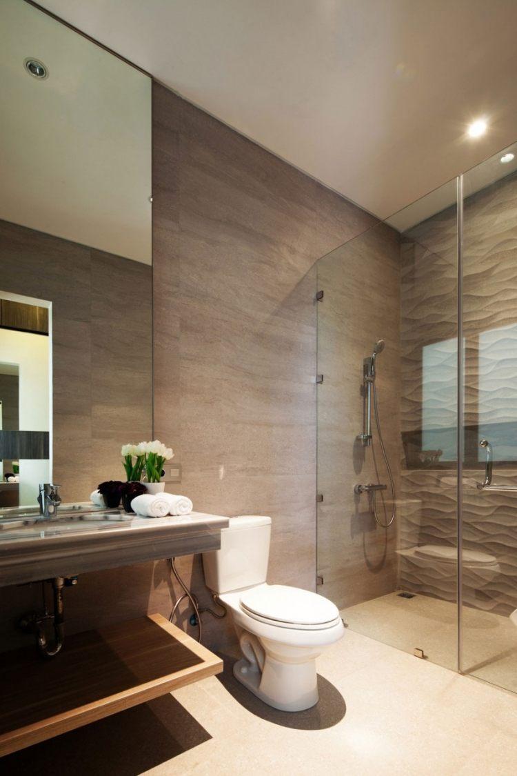 Faux plafond design et sol carrelé dans une maison design