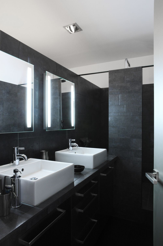 Carrelage Salle De Bain Noir Brillant salle de bain moderne noir la salle de bain noir et blanc